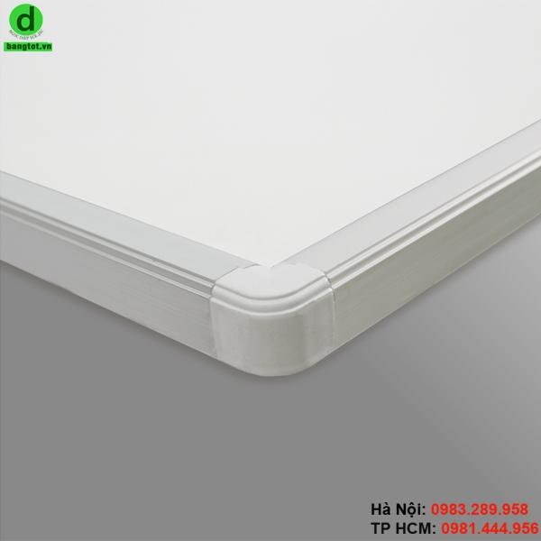 Bảng viết bút lông treo tường có khung nhôm và 4 góc bo nhựa
