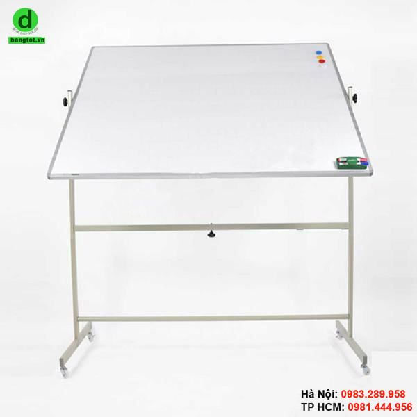 Bảng trắng 2 mặt vừa thuận tiện khi sử dụng vừa gia tăng diện tích sử dụng.