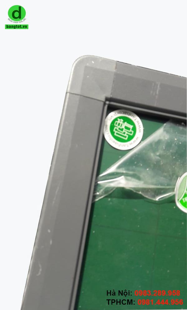 Bề mặt bảng từ xanh chống lóa Hàn Quốc được làm từ chất liệu cao cấp