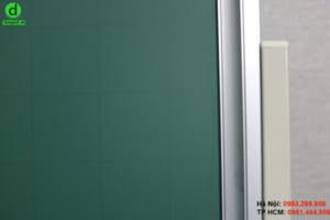 Bảng từ xanh Hàn Quốc có dòng kẻ mờ 5x5cm tạo sự ngay ngắn, thẳng hàng khi viết.