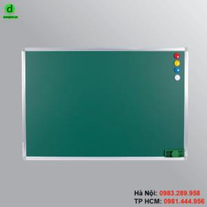 Bảng từ xanh treo tường viết bằng phấn và hít được nam châm.