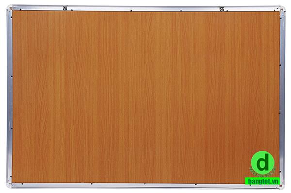 Phía sau bảng được làm bằng ván MDF ép giấy bóng vân gỗ.