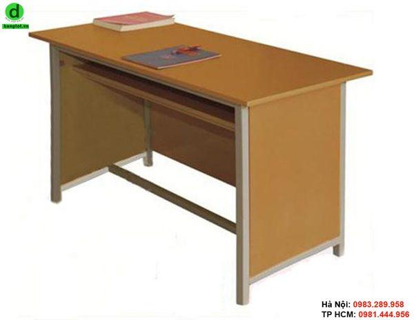 Bàn giáo viên bằng gỗ