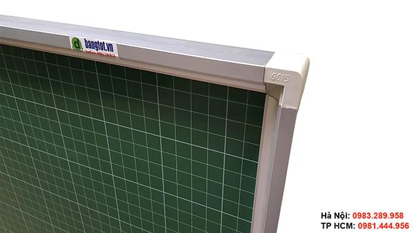 Mặt bảng viết phấn kẻ ô ly được nhập khẩu từ Hàn Quốc
