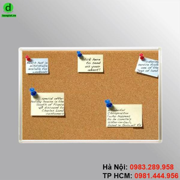 Bảng ghim giấy note được dùng để gắn thông báo, giấy nhắc việc, ảnh