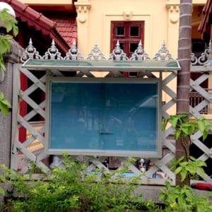Lắp đặt bảng thông báo treo tường ngoài trời cửa kính lùa cho công ty TNHH Diệp Thanh