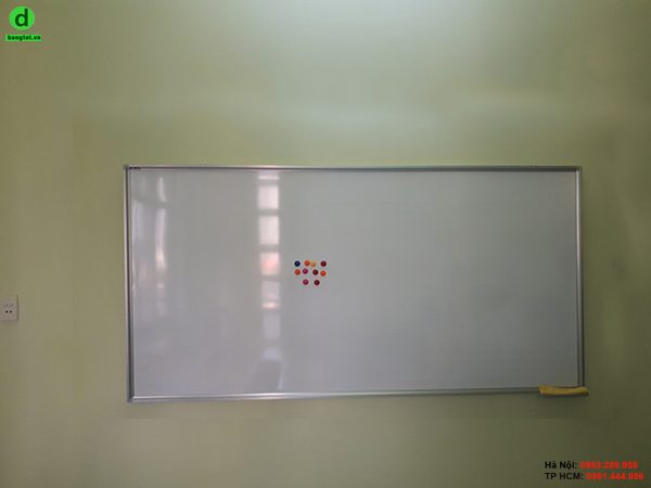 Bảng trắng treo tường giá rẻ