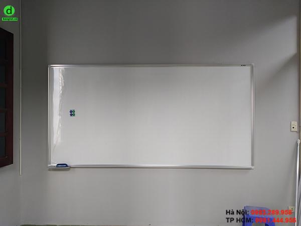 Bảng từ trắng Hàn Quốc được gắn trực tiếp lên tường