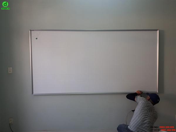 Bảng từ trắng viết bút lông