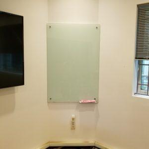Lắp bảng kính trắng văn phòng chất lượng cao