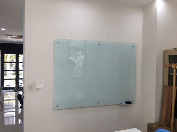Bảng kính viết bút dạ treo tường