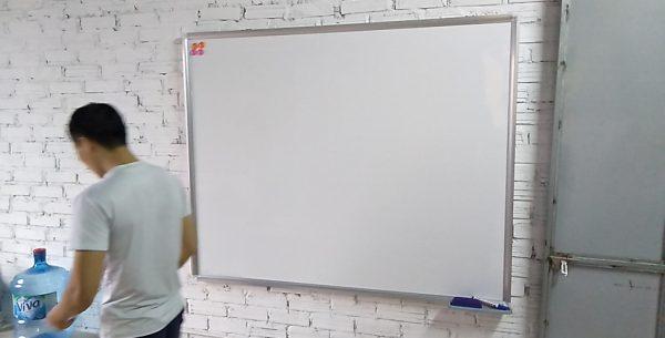 Lắp bảng trắng viết bút lông
