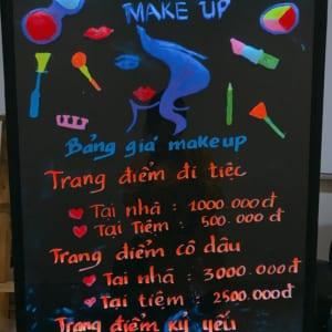 Vẽ bảng dạ quang quảng cáo tiệm makeup