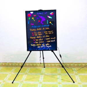 Vẽ trang trí bảng huỳnh quang tiệm makeup