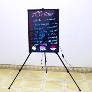 Vẽ trang trí bảng huỳnh quang tiện nail