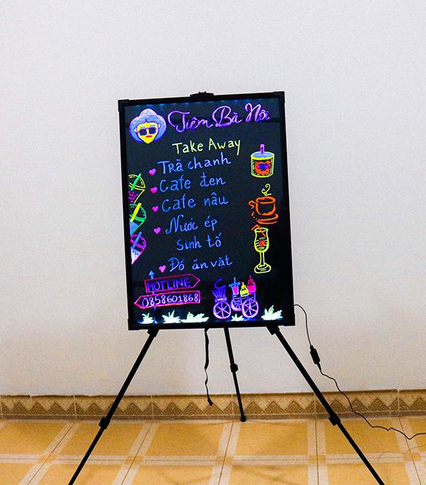 Vẽ trang trí bảng huỳnh quang quán cafe