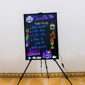 Vẽ trang trí bảng huỳnh quang tiệm thẩm mỹ