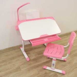 Bàn ghế chống cận cho trẻ