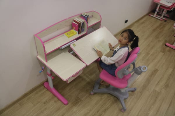 bàn ghế chống gù chống cận