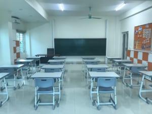 Lắp đặt bàn ghế học tập tại trường tiểu học Nguyễn Bỉnh Khiêm