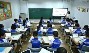 Lắp đặt bảng kẻ ô ly cho phòng học của trường