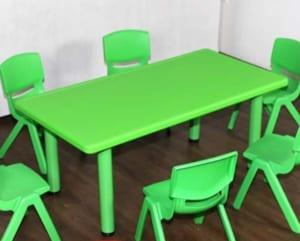 Bàn ghế nhựa đúc cho bé ngồi học tại các trung tâm